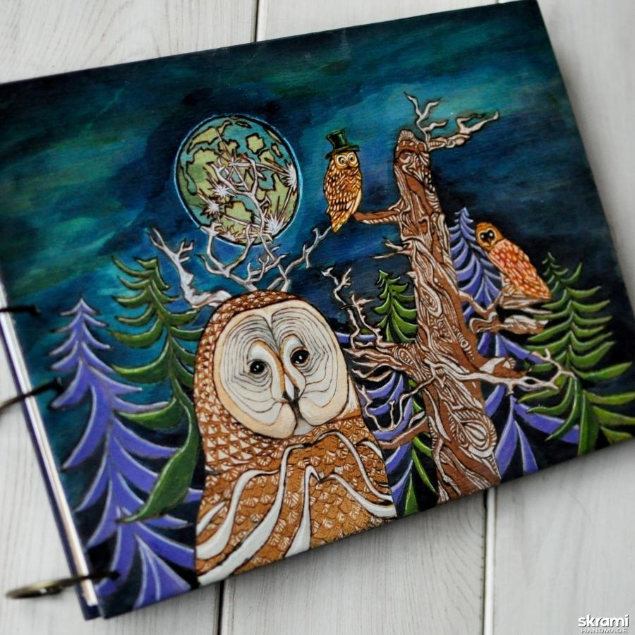 тут изображено Блокнот из дерева А4 ′Совы в ночном лесу′