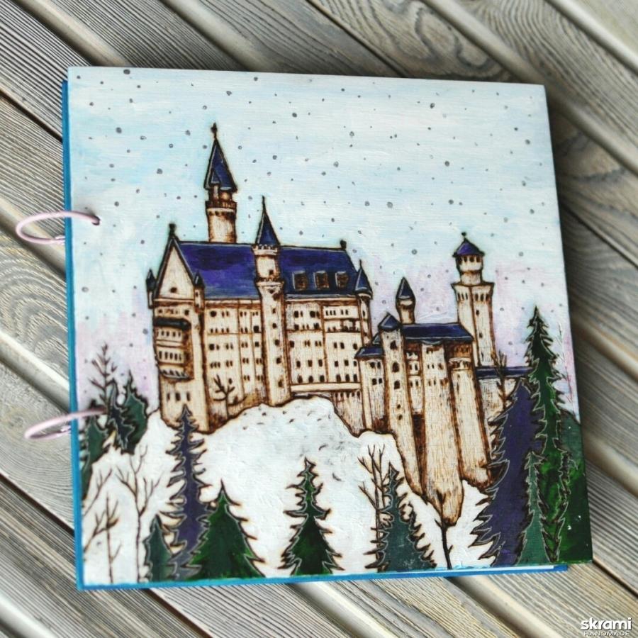 тут изображено Блокнот из дерева 22х22см ′Замок Нойшвайнштайн′