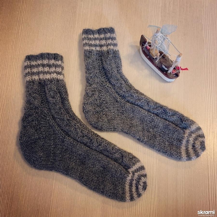 тут изображено детские носки ′Полосатики′