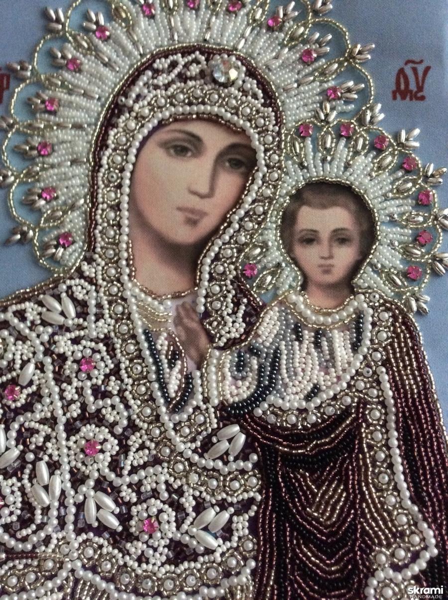 тут изображено Казанская Божья Матерь
