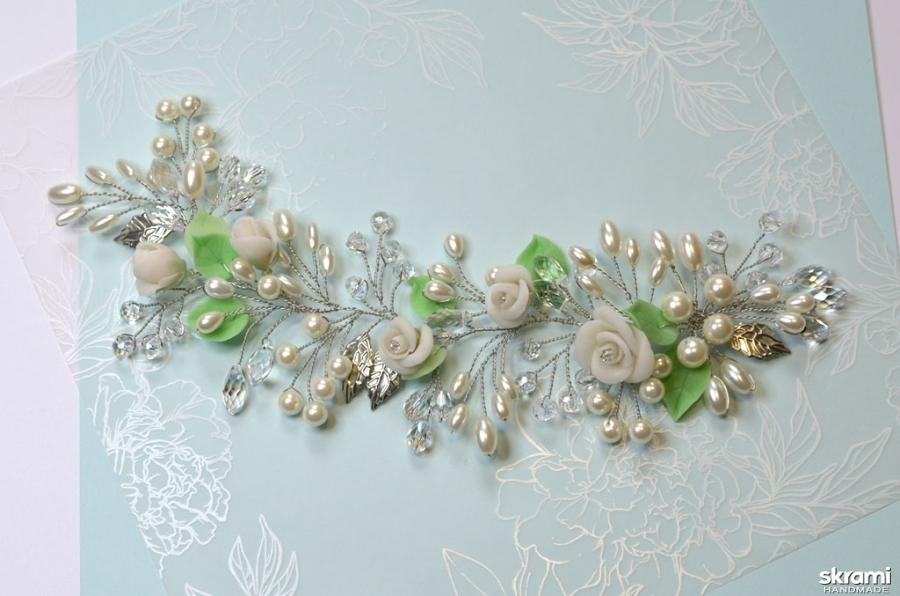 тут изображено Свадебная веточка Белые розы