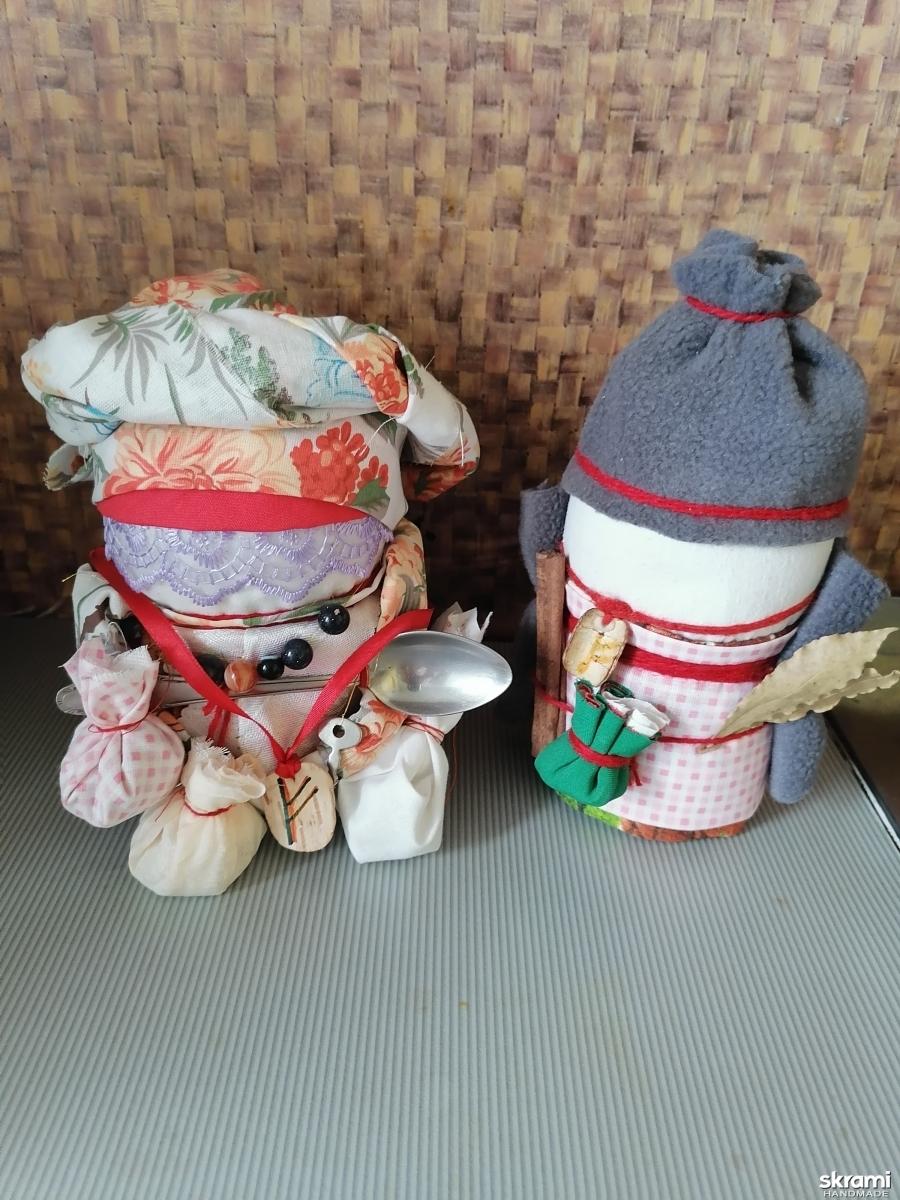 тут изображено Обережные куклы богач и богачка