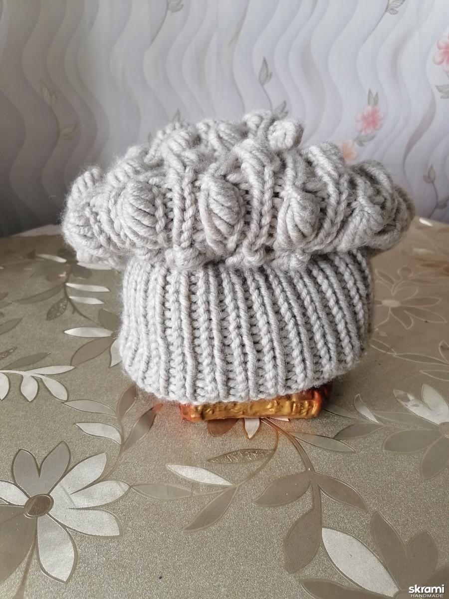 тут изображено зимняя шапка миндаль