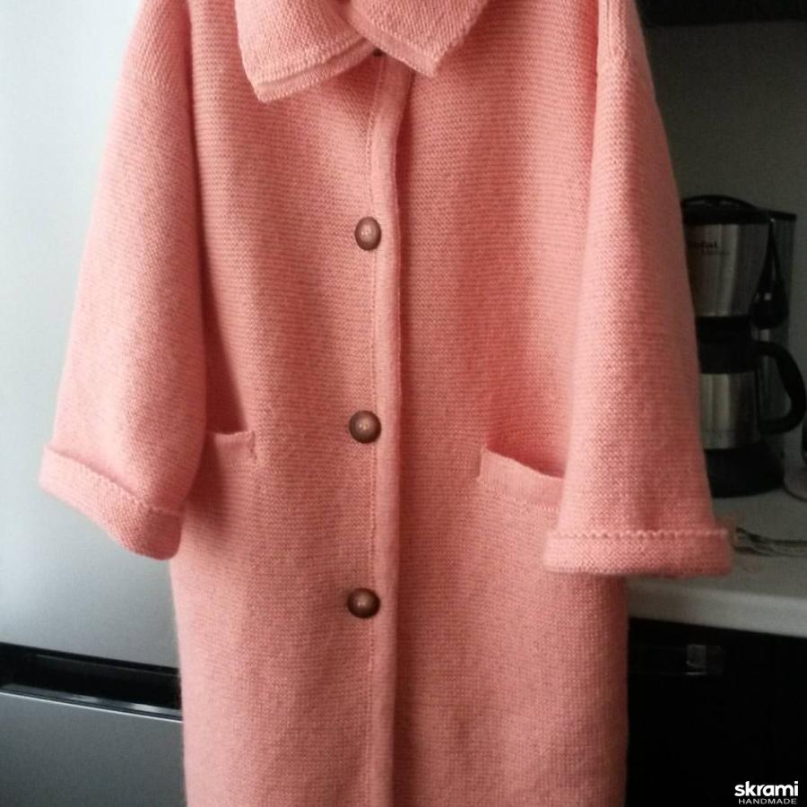 тут изображено Пальто ′Девушка в персиковом′