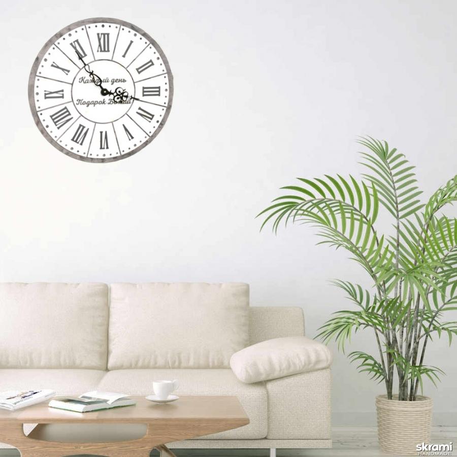 тут изображено Настенные часы Каждый день