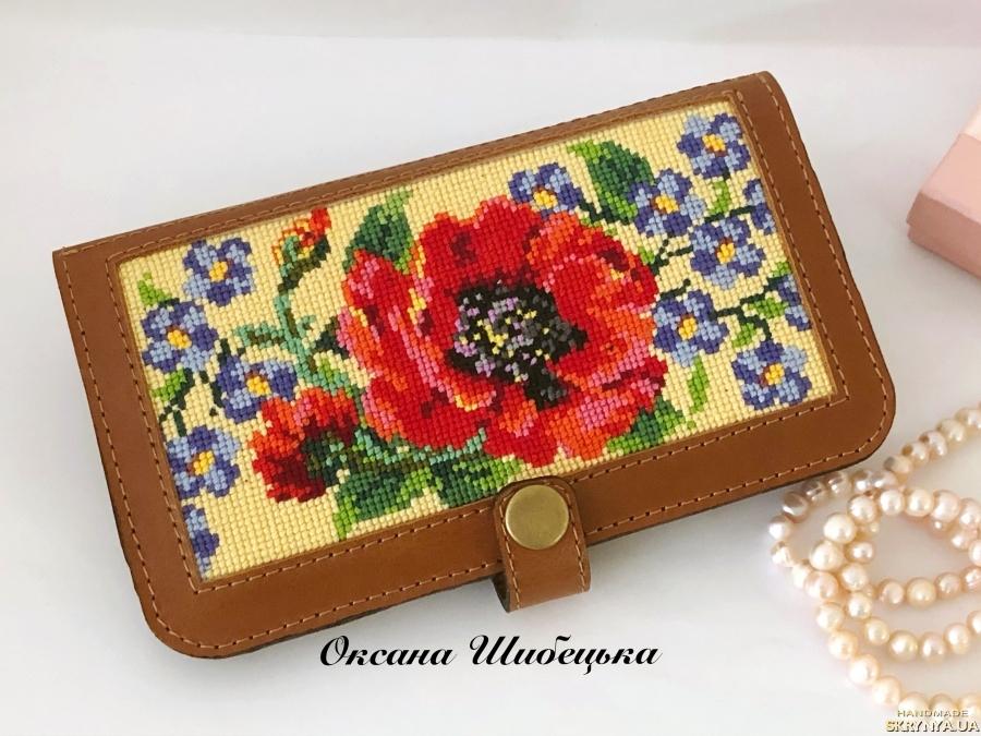 pictured here Жіночий гаманець з вишивкою