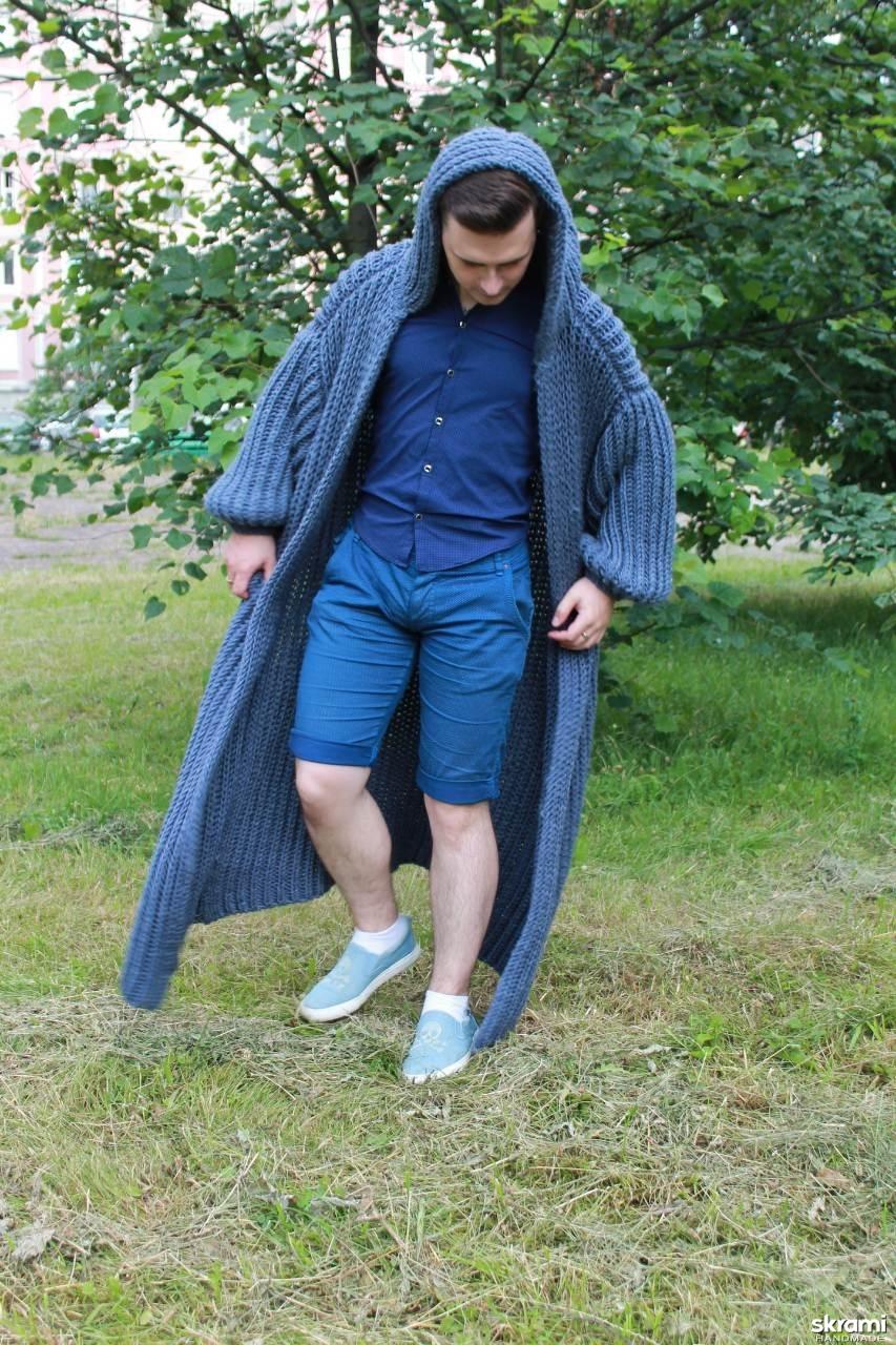 тут изображено Мужское пальто вязаное
