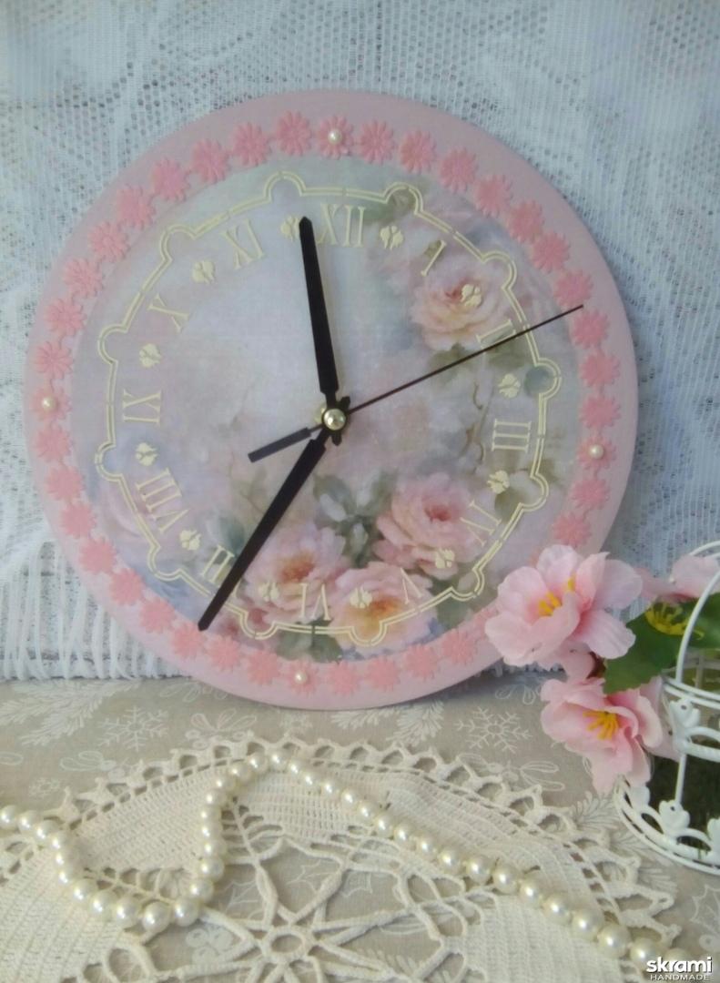 тут изображено Часы настенные ′Розовые грезы′