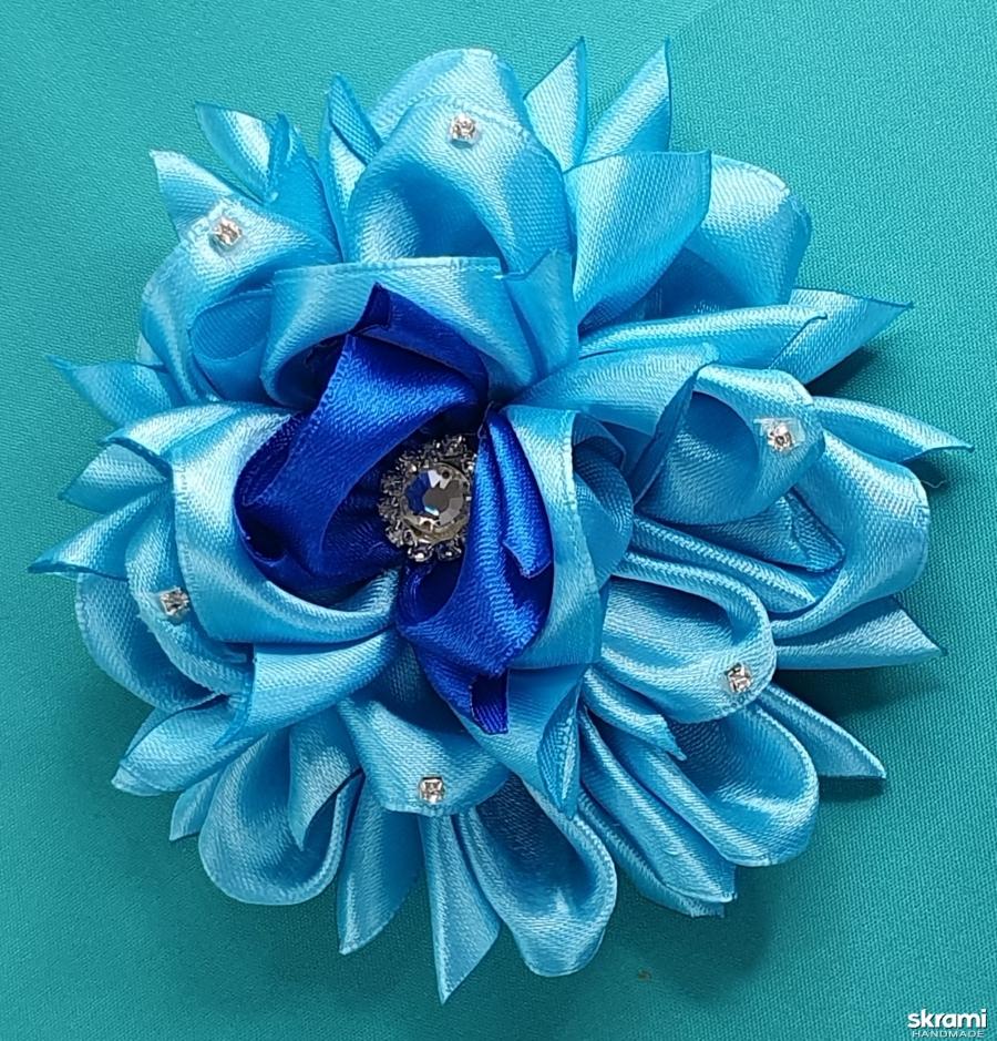 тут изображено Украшение для волос цветок со стразами
