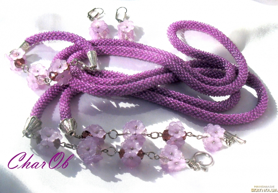 pictured here  Lariat ′Mountain Lavender′. Lariat transformer necklace