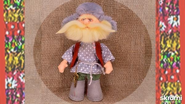 тут изображено Дед домовой. Кукла в народном костюме.
