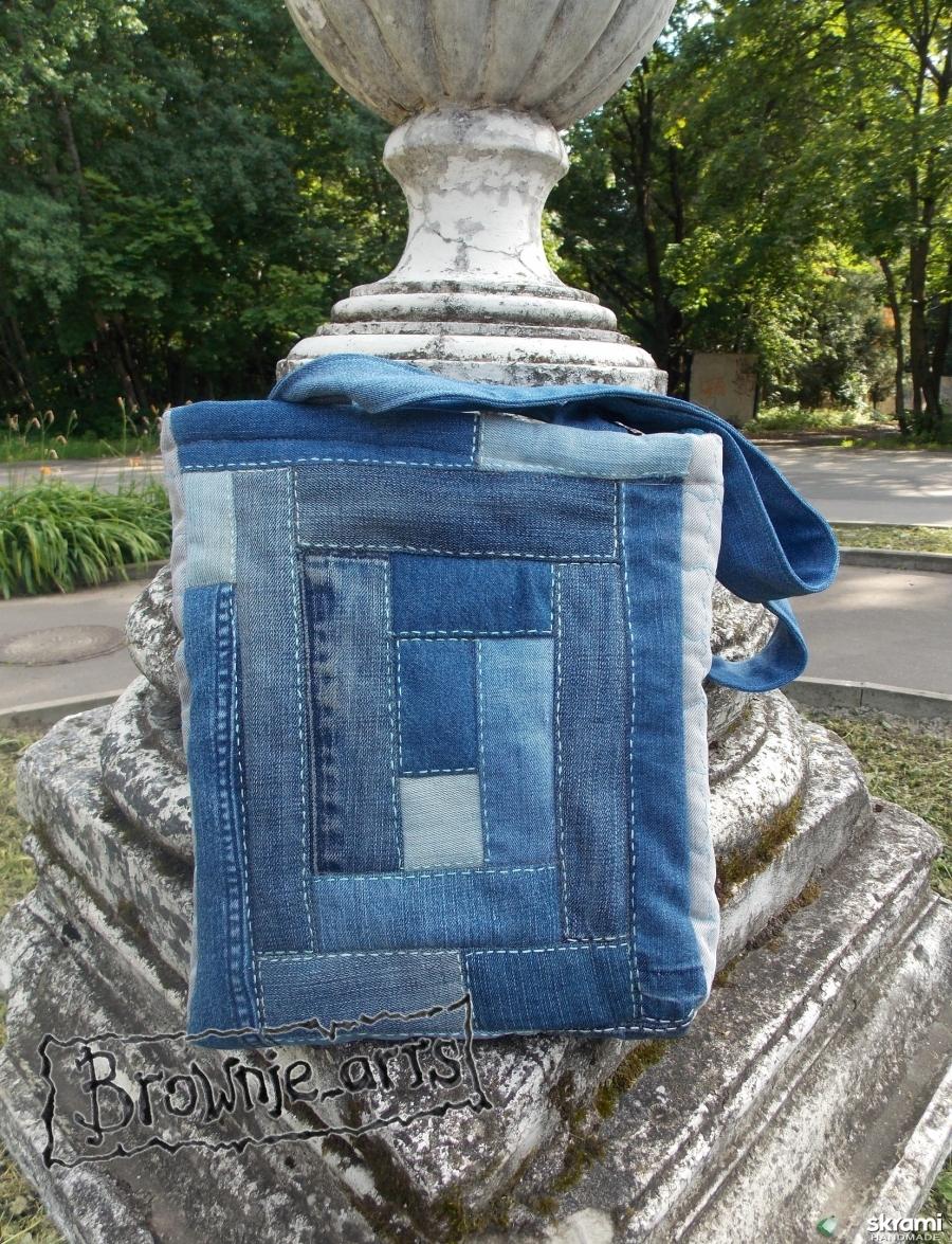 тут изображено Сумка из джинсовых лоскутов