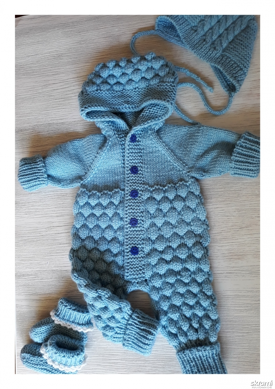 тут изображено комбинезон для новорожденного мальчика