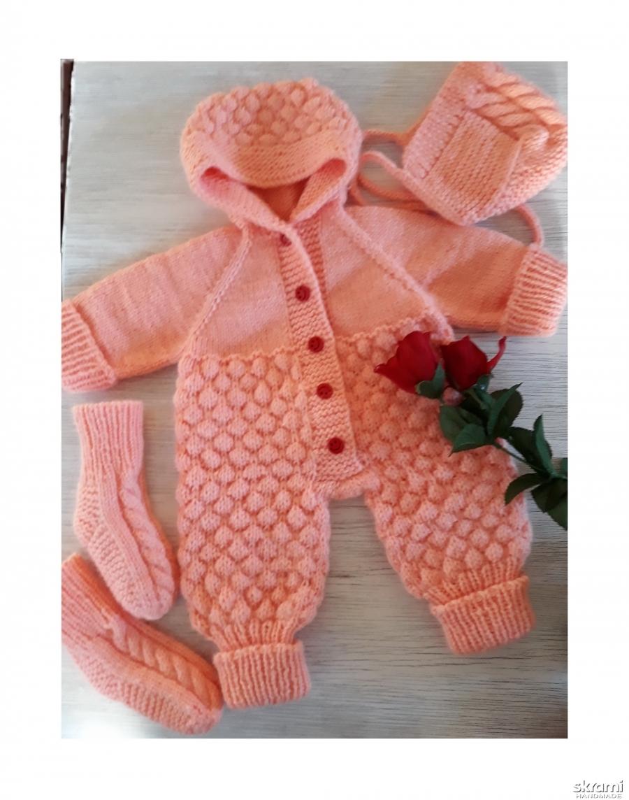 тут изображено Комплект для новорожденной девочки