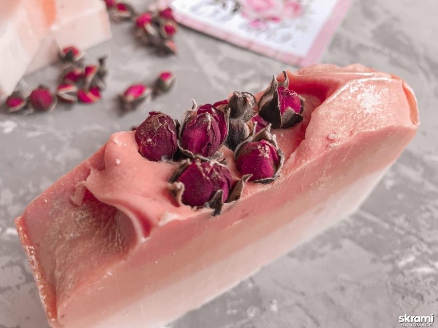 тут изображено Мыло ′Чайная роза′