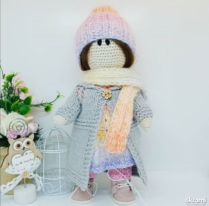 тут изображено Вязаная кукла