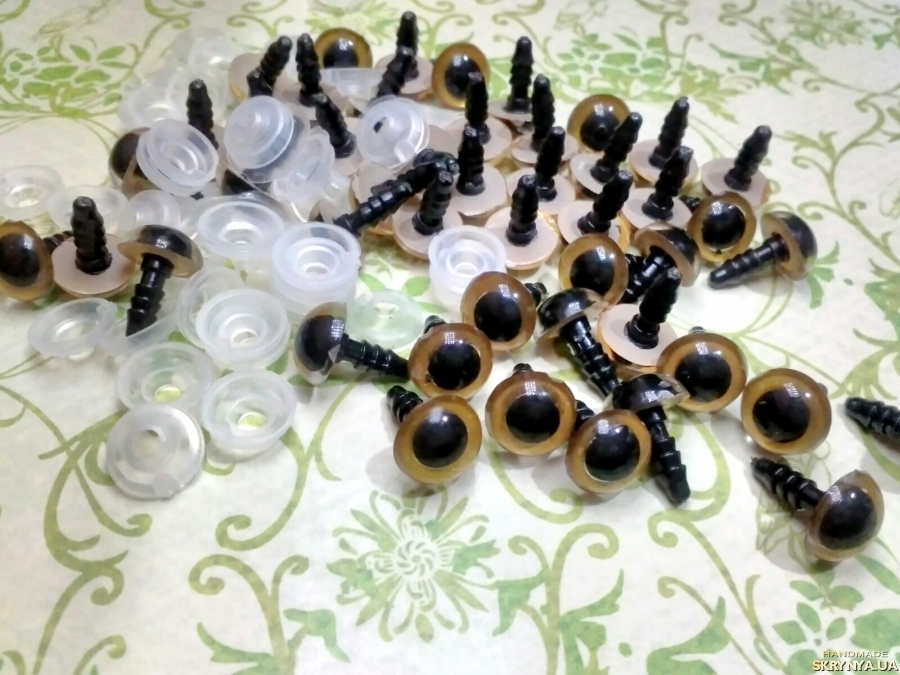 pictured here Safety eyes 10 mm Gold