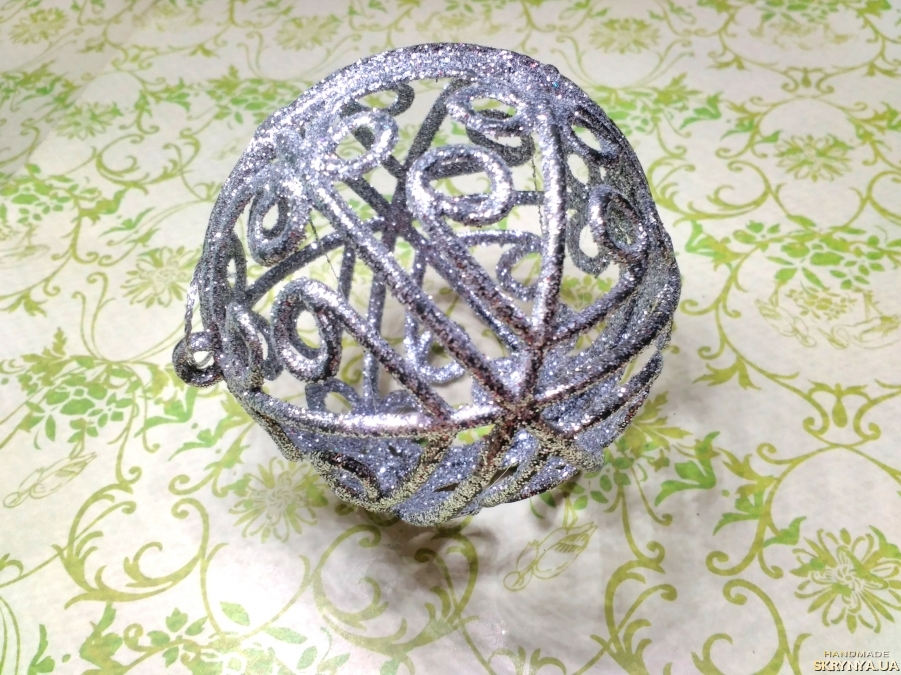 pictured here Christmas decorations figured Ball in silver