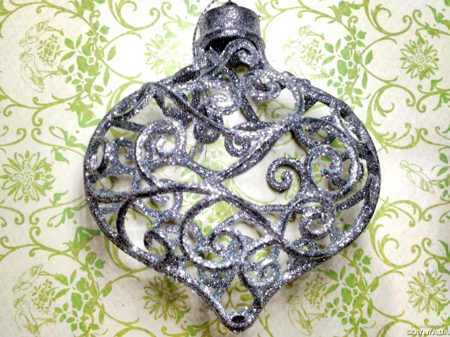pictured here Christmas decorations figured Heart in silver
