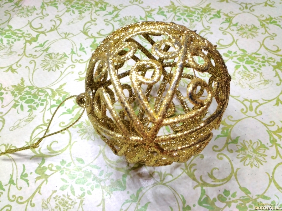 pictured here Christmas decorations figured Ball in gold