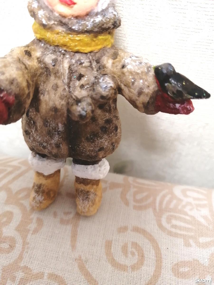 тут изображено Ватная елочная грушка Анечка с птичкой