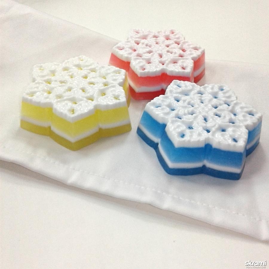 тут изображено Набор мыла ′Три снежинки′ с апельсиновым ароматом