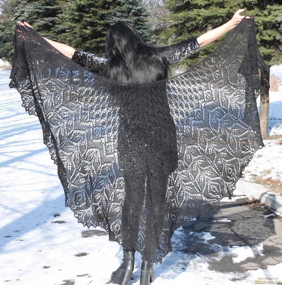 pictured here Шикарная шаль Амитола из шелка, кидмохера и мериноса