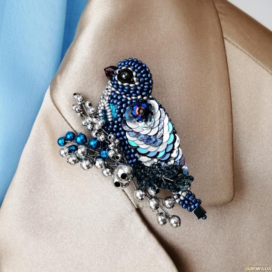 pictured here Красивая брошь синяя птица из бисера