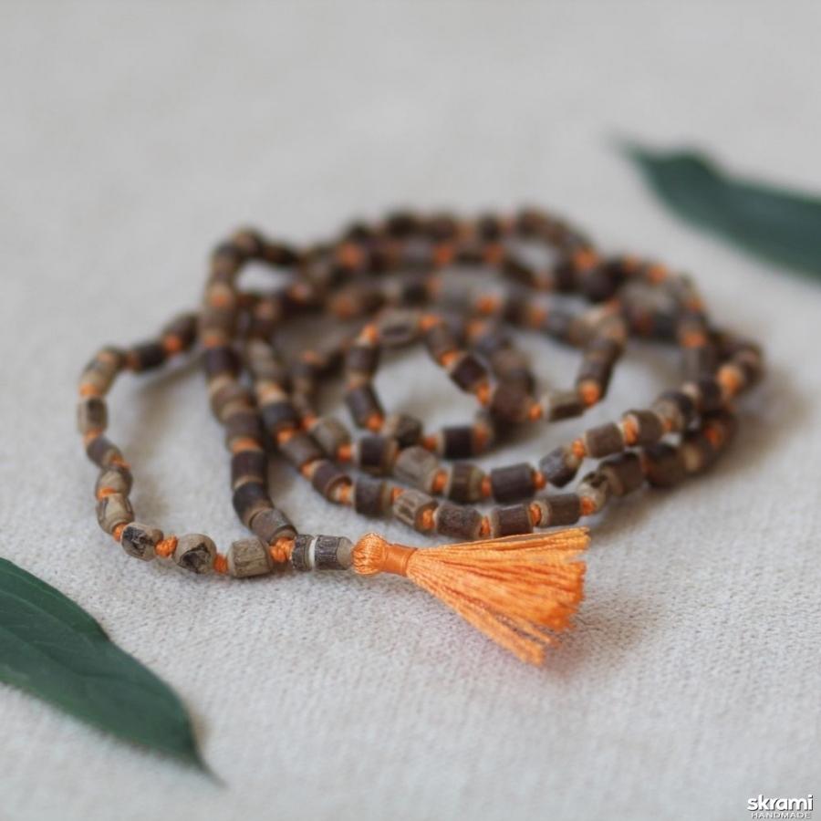 тут изображено Четки из туласи 108 бусин для джапа-медитации