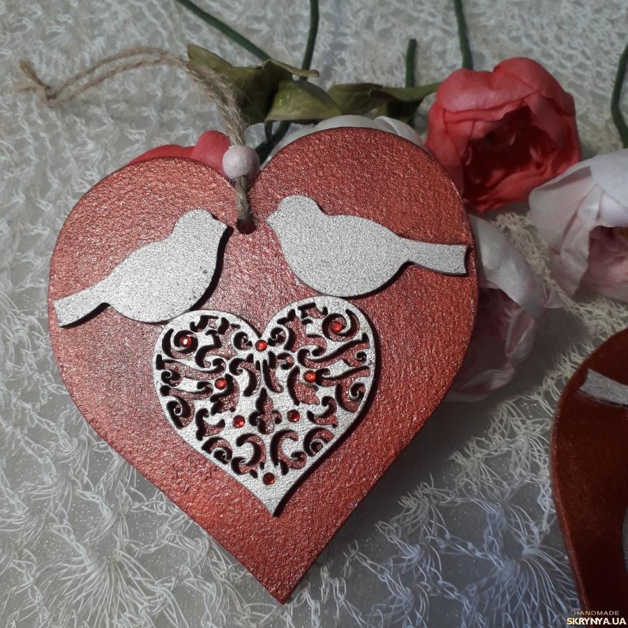 pictured here Валентинки ′красное и белое′