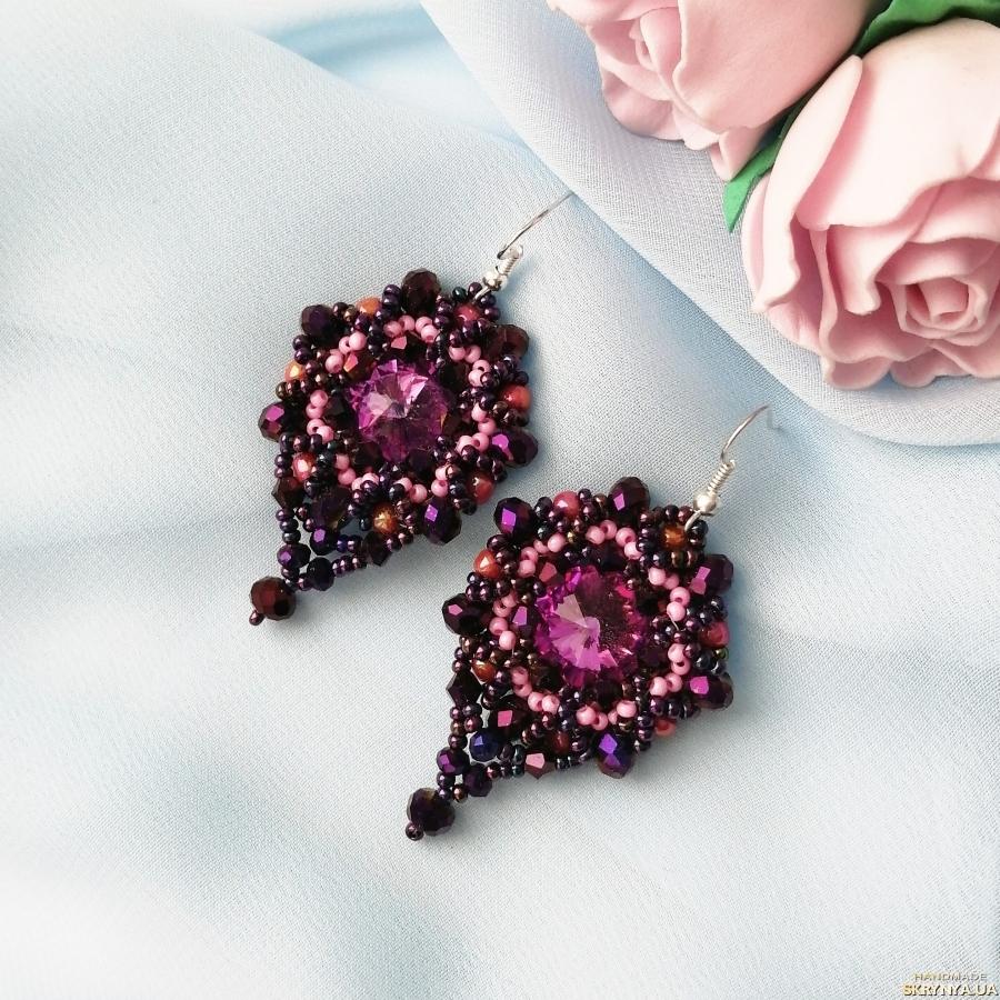 pictured here Вечерние серьги с розовыми кристаллами