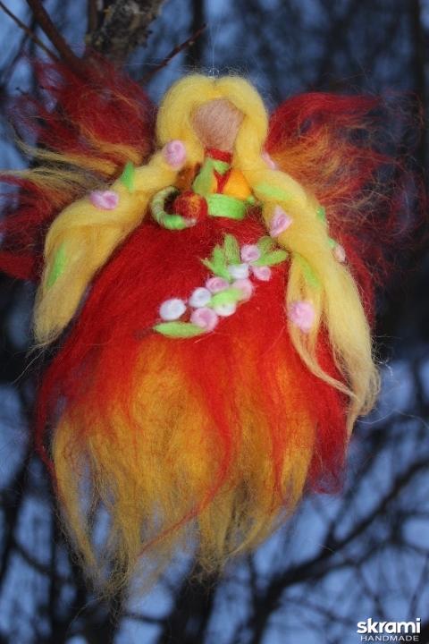 тут изображено Кукла из шерсти Фея лета