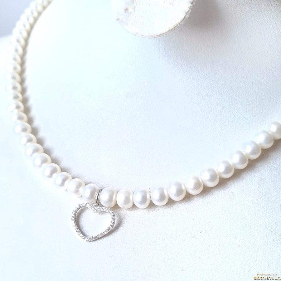 тут изображено Комплект  з натуральних перлів у сріблі кольє та браслет серце велиике