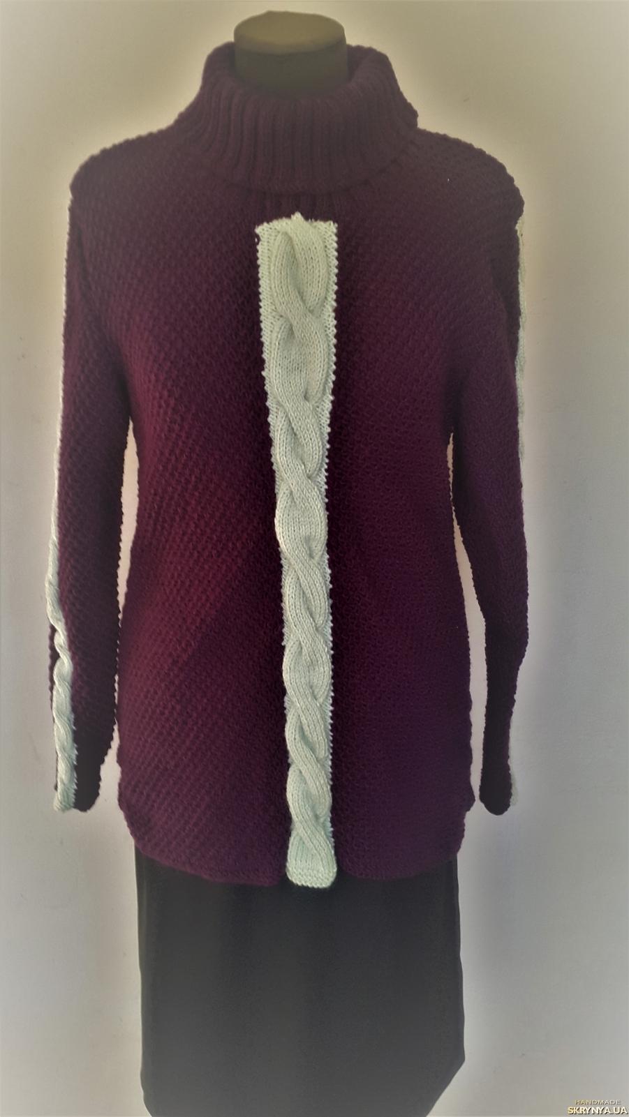 тут изображено Теплый, женский свитер ручной работы, сливового цвета, размер 46-48.