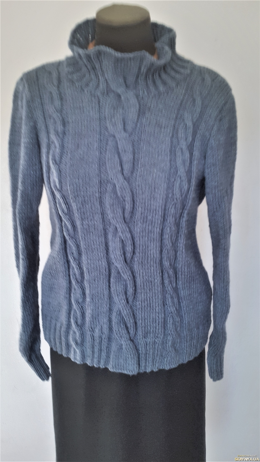 pictured here Теплый, женский свитер в стиле MAX MARA сине-серого цвета, 48-50 р.