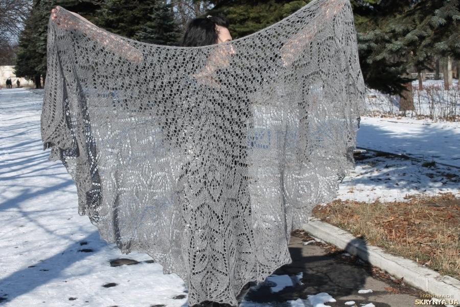 тут изображено Шикарная шаль Амитола из шелка, кидмохера и мериноса