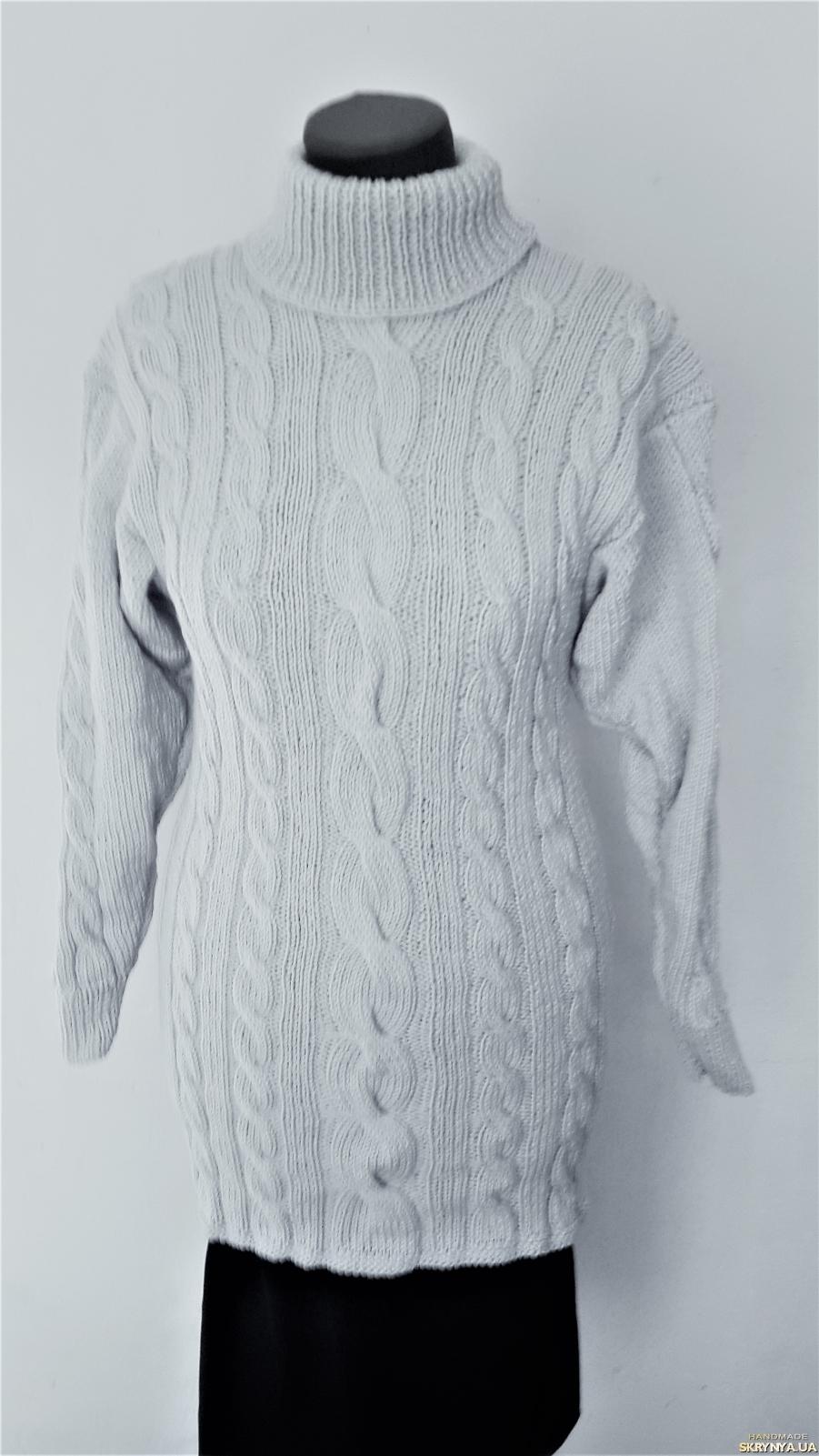 тут изображено Теплый вязанный, женский свитер-туника, светло-серого цвета 46-50