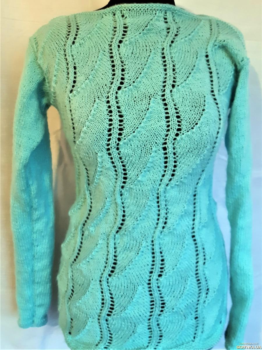 pictured here Свитер ручной вязки из голубого махера  на 42 - 44 размер.