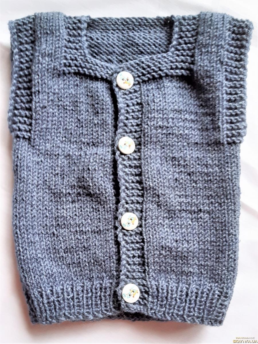 pictured here Теплая вязанная жилетка на мальчика 3 - 6 месяцев.