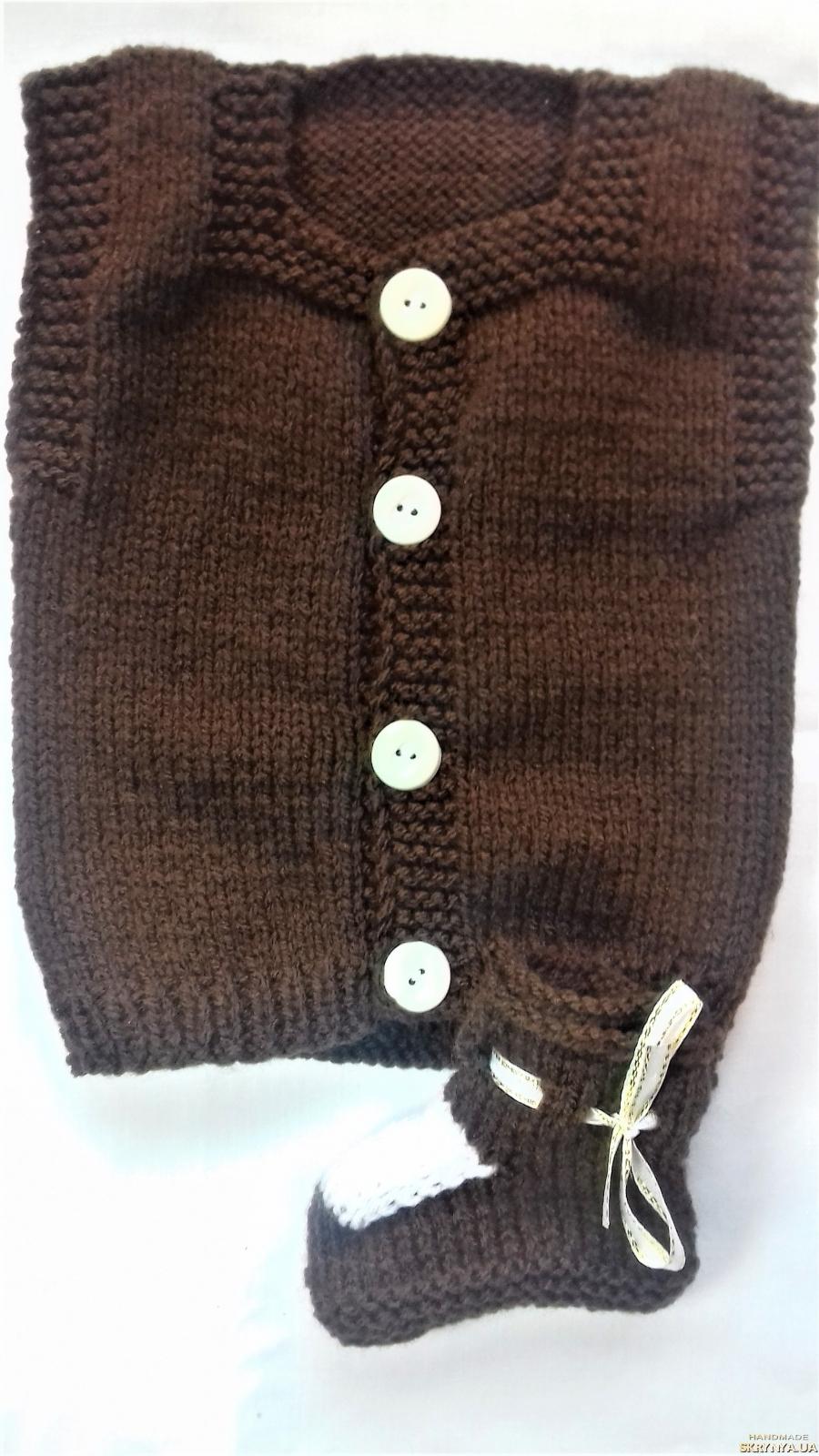 pictured here Комплект теплый ручной вязки на малыша коричневый с белой отделкой на 3-6