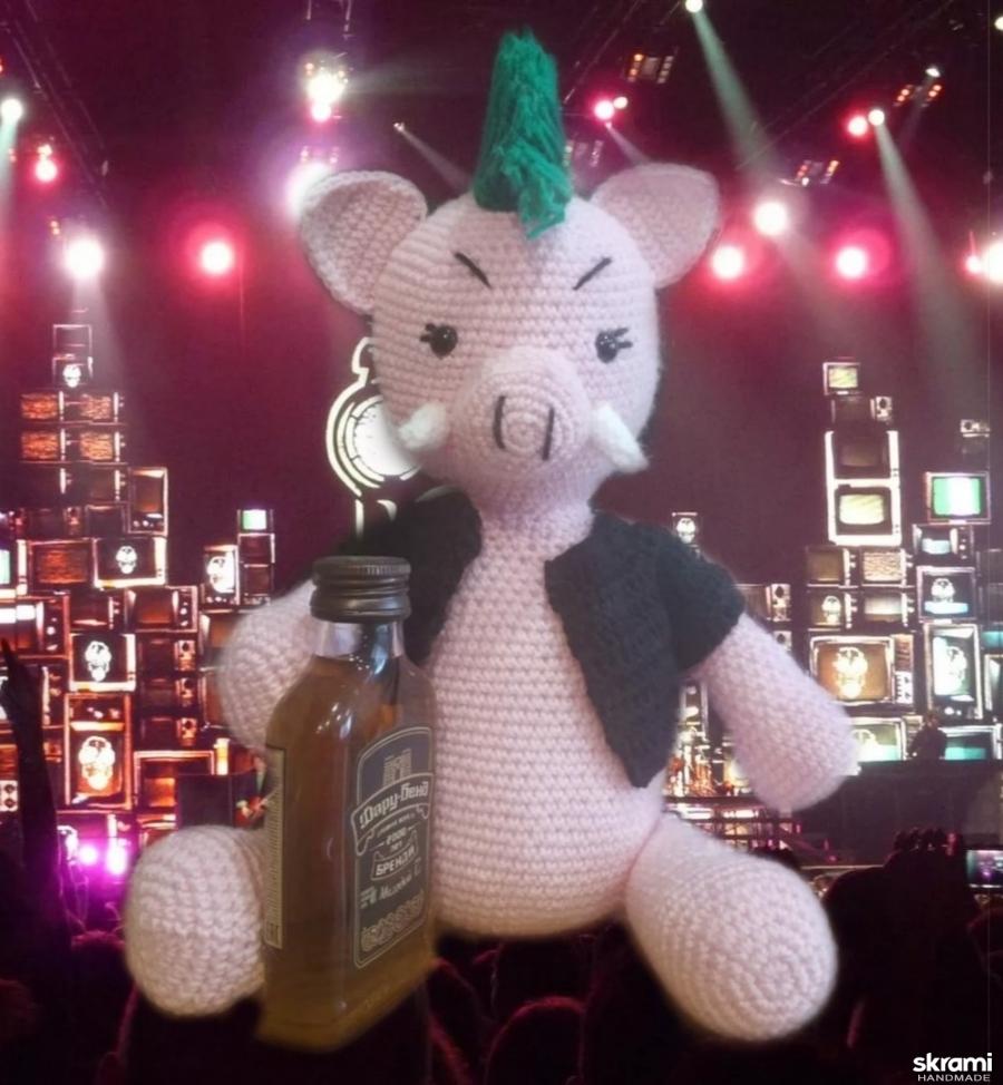 тут изображено Игрушка Панк Свинья