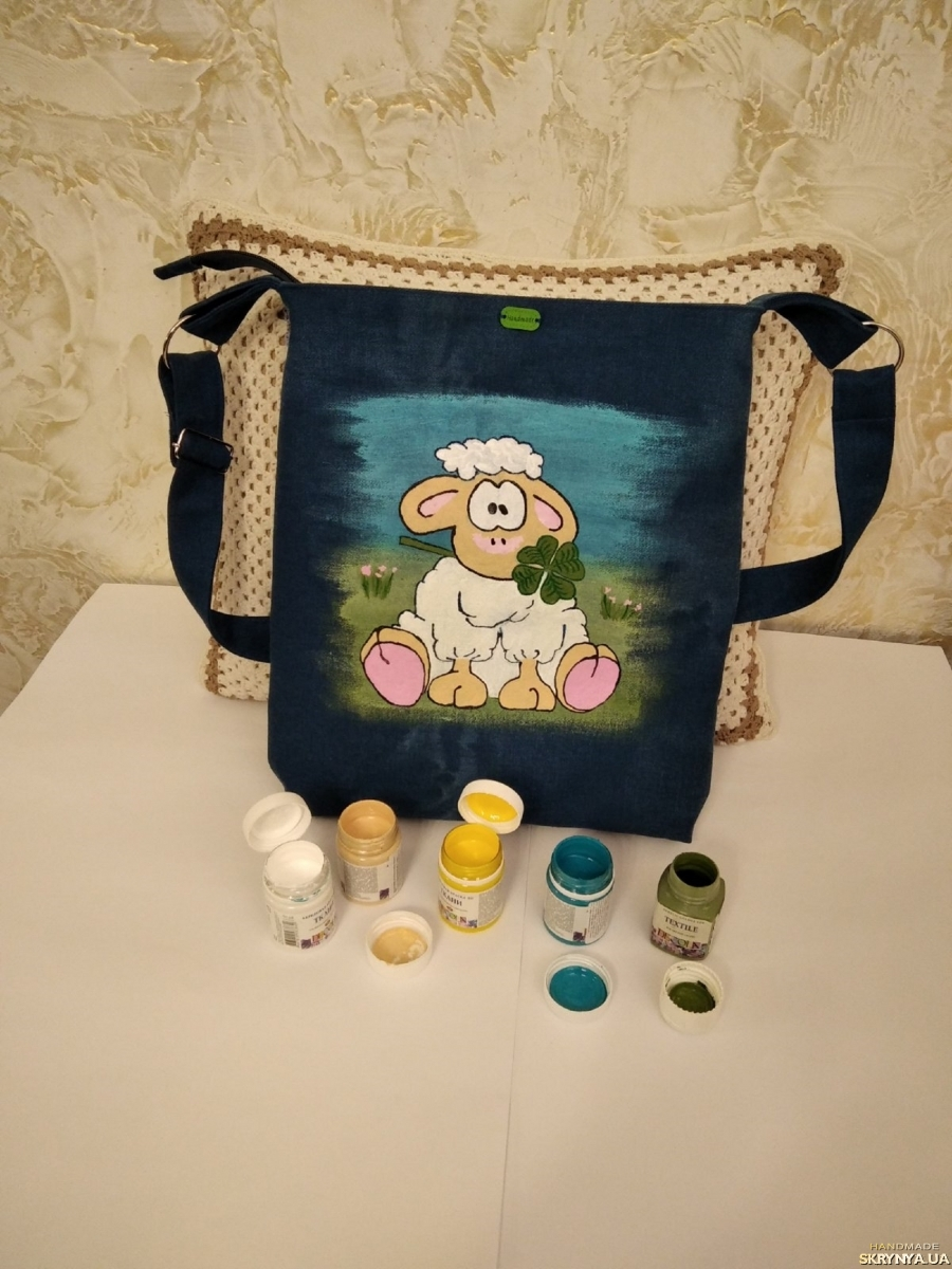pictured here Women′s designer hand-painted bag, exclusive bag ′lamb′
