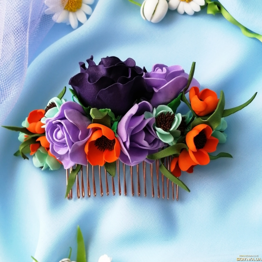тут изображено Свадебный гребень для волос с цветком бордового цвета  Цветочный гребень