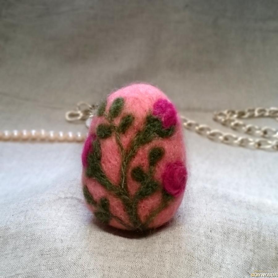 тут изображено Пасхальное яйцо ′Соцветия′