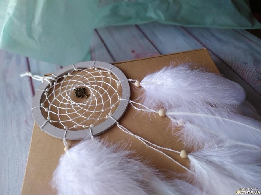 pictured here Белый ловец снов - оригинальный подарок любимой. Декор на стену.