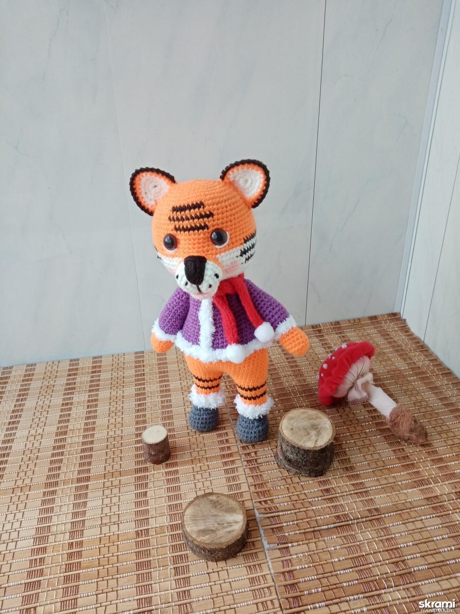 тут изображено Вязаная игрушка ′Тигрёнок′
