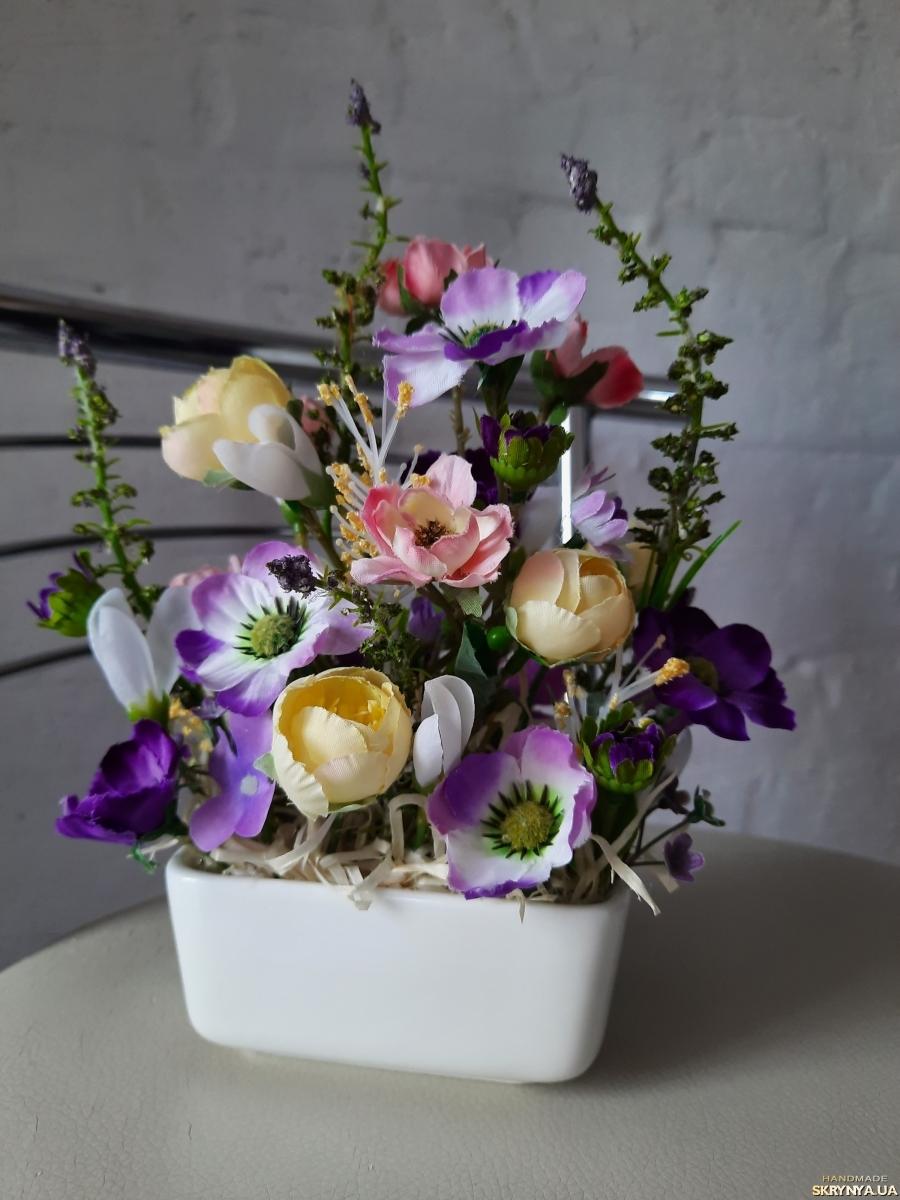 pictured here Композиція для інтер′єру. Ніжність квітів провансу.