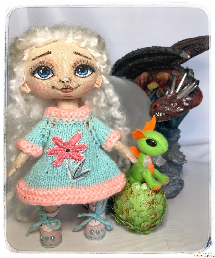 тут изображено Принцесса с Дракошей