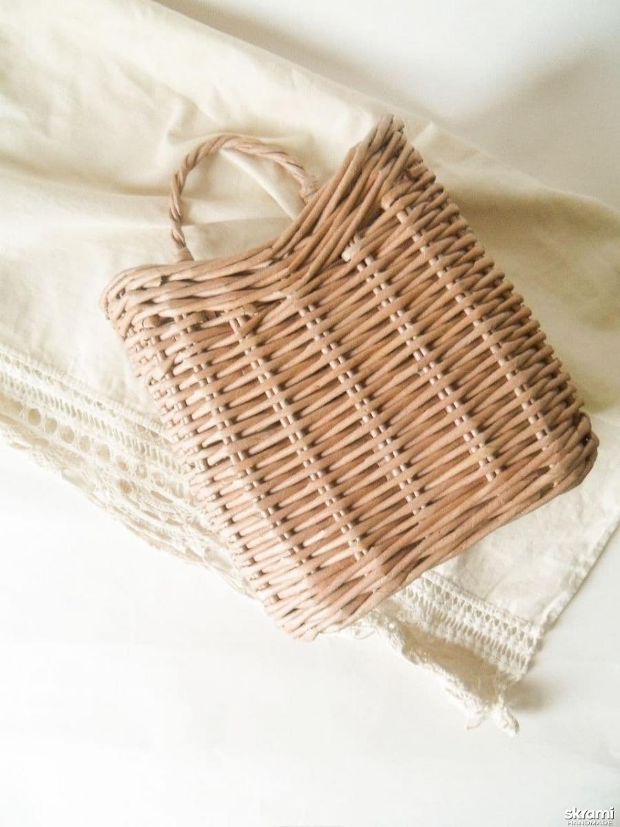 тут изображено Подвесная плетеная корзина
