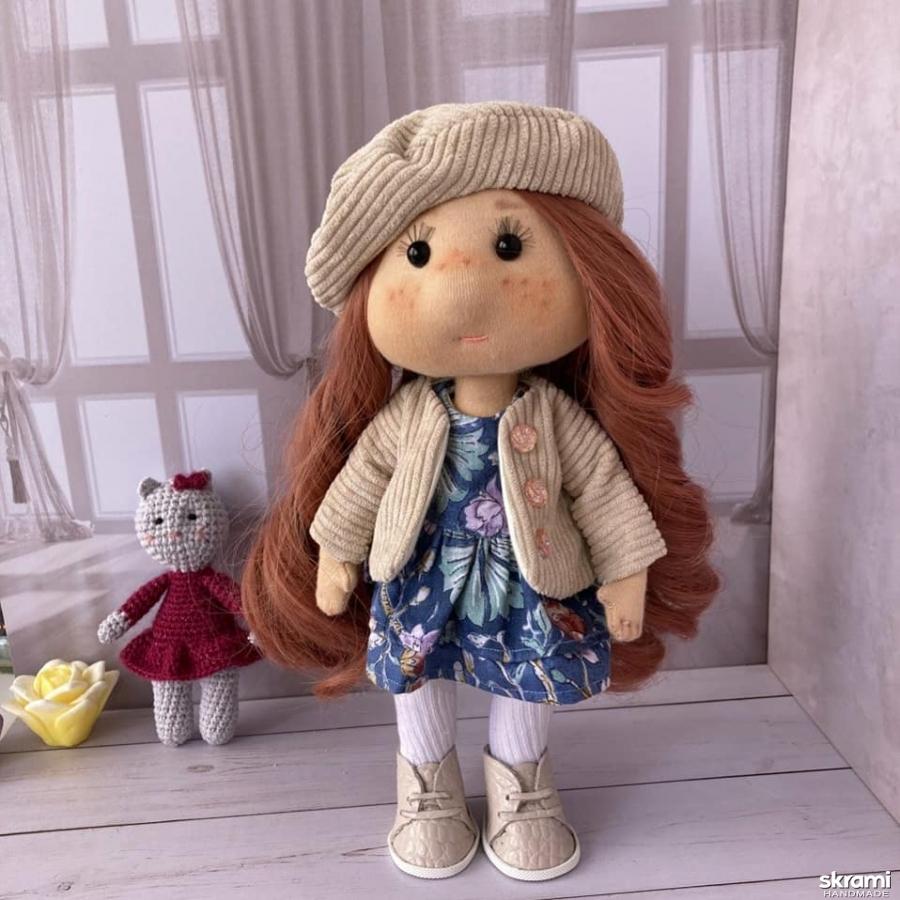 тут изображено Кукла текстильная